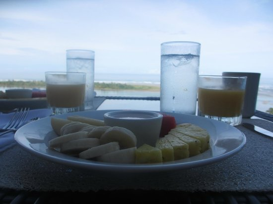 El Castillo Hotel: Two-course breakfast with a view.