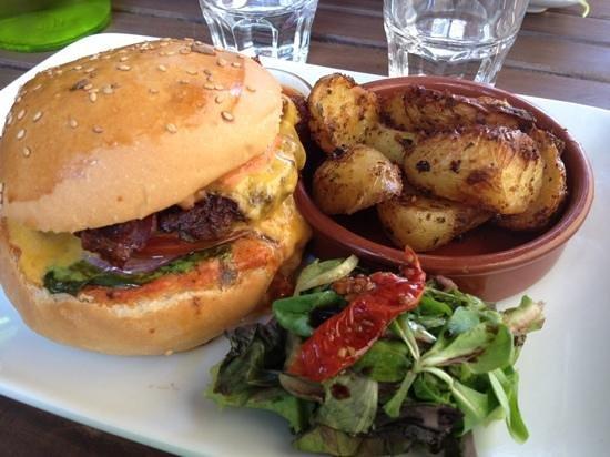 Le Mal Barré : burger classique à 9.50 euros