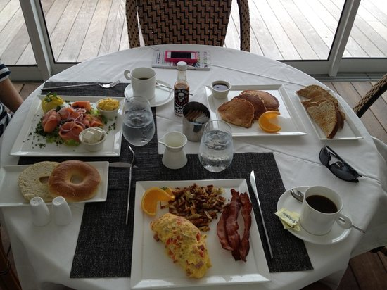 The Cove Eleuthera: Wonderful breakfast (get the toast and jam!)