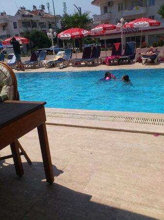 Oasis Hotel: Pool