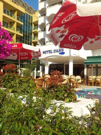 Oasis Hotel: Hotel Entrance