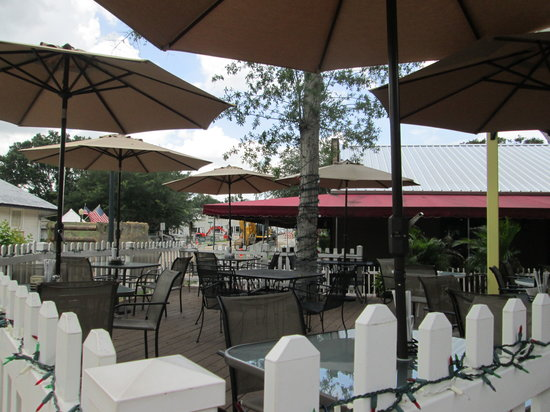 Merrill's Patio Bistro and Wine Bar: nice outside seating