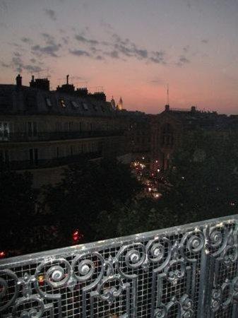 Mercure Paris Terminus Nord: Night view