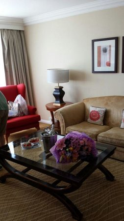 Portsmouth Marriott Hotel: Living area of suite