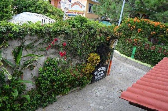 Hotel Sueno Real: The gate, closed at night