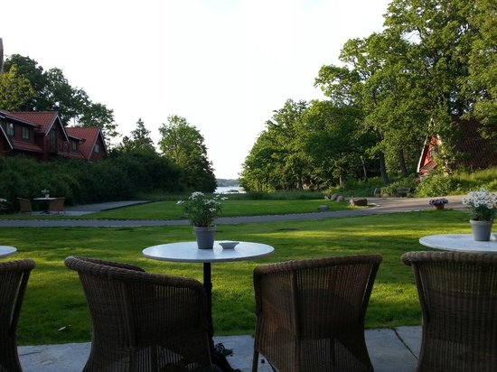 Engo Gard Hotel & Restaurant: View from the restaurant toward the see