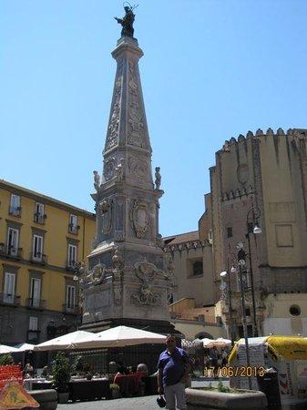 Piazza San Domenico Maggiore: Santo Domingo