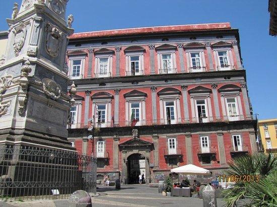 Piazza San Domenico Maggiore: Palacio hoy universitario