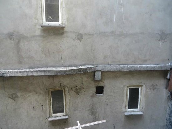Stroll Living Aparts: View from primary bedroom...an alley and neighboring building
