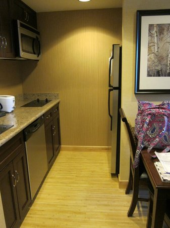 Homewood Suites by Hilton Toronto Airport Corporate Centre: Full Kitchen