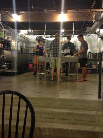 Nashville Downtown Hostel: Kitchen