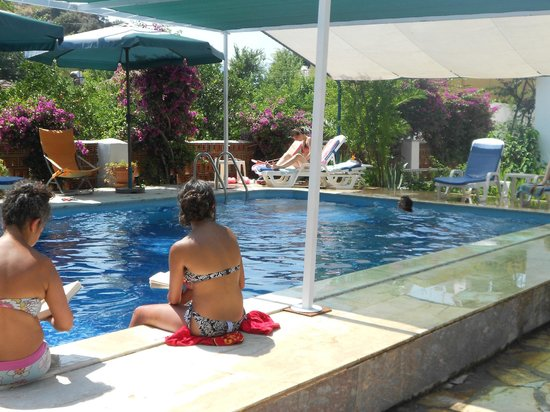 Kilim Hotel: Poolside