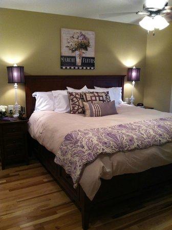 Asheville Cottages: Master Bedroom