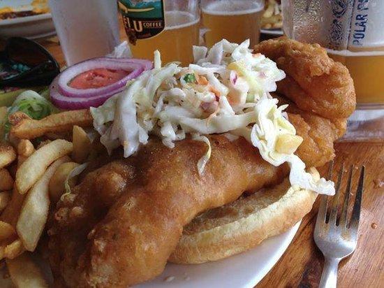 Gilligan's Island Bar and Grill: Fish sandwich!