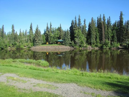 River's Edge Resort: Chena River, just outside the cabins