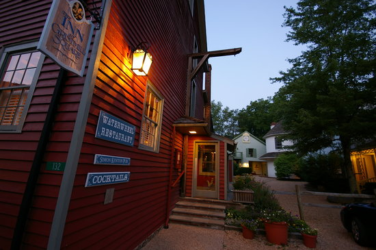 Inn at Gristmill Square: The Waterwheel Restaurant