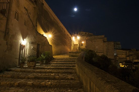 San Giovanni Vecchio Residenza: Vista notturna discesa dal duomo