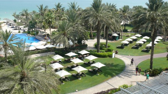 Le Meridien Mina Seyahi Beach Resort and Marina: View of Resort grounds from our balcony