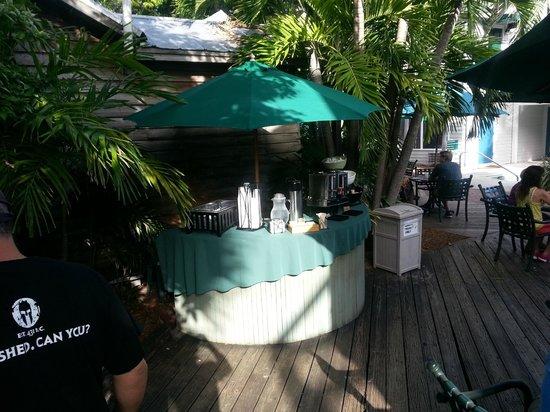 Lighthouse Court Hotel in Key West: Breakfast