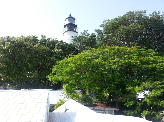 Lighthouse Court Hotel in Key West : lighthouse view from E7