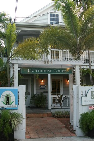 Lighthouse Court Hotel in Key West : main entrance