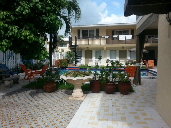 Villa Aqualina: Courtyard