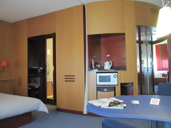 Novotel Suites Geneve: Suite on the 5th floor (504!)