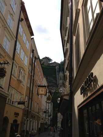 Hotel Goldener Hirsch, a Luxury Collection Hotel, Salzburg: Street in front of the hotel