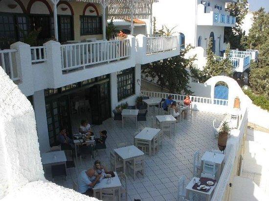Hotel and Studios Cavos Bay: terrazzo prima colazione
