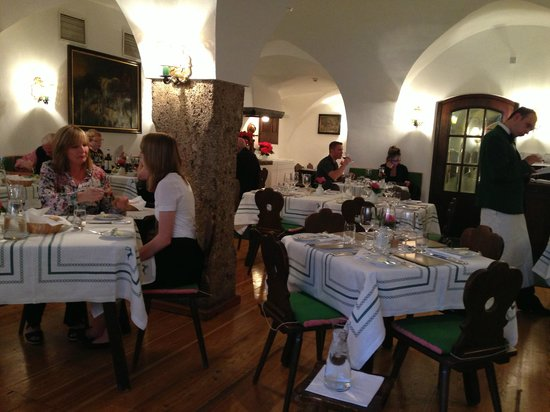 Hotel Goldener Hirsch, a Luxury Collection Hotel, Salzburg: The restaurant in the evening