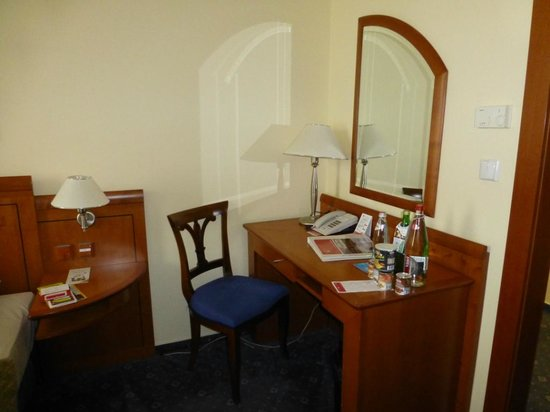 Ramada Prague City Centre: ESCRITORIO