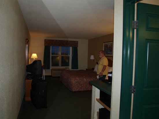 Country Inn & Suites Stockton: our room