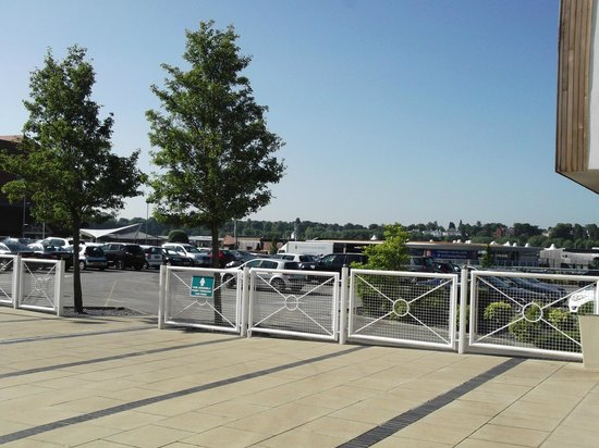 Holiday Inn Express Chester - Racecourse: view from front entrance overlooking the car park