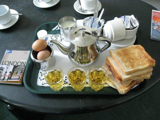 Brompton Hotel London: Enkel frukost