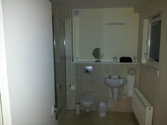 Glenbank House Hotel: The en-suite shower room, top quality fittings