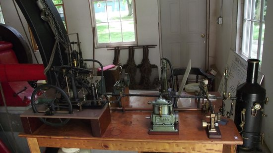 Connecticut Antique Machinery: small steam engines