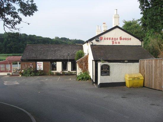 Best Western Passage House Hotel: Linked pub