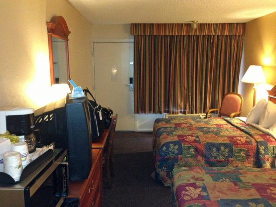 Days Inn Asheville West: room overview 2