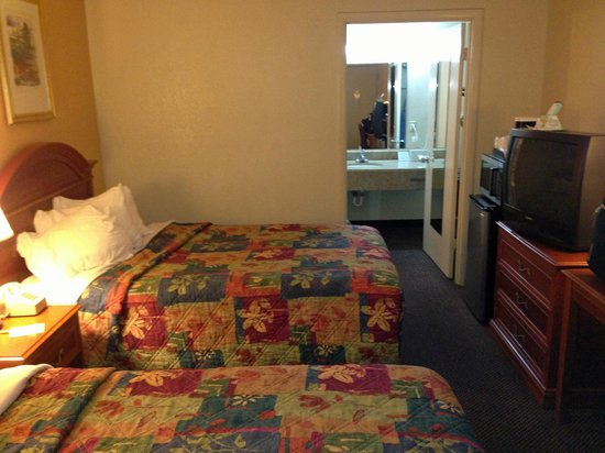 Days Inn Asheville West: room overview 1