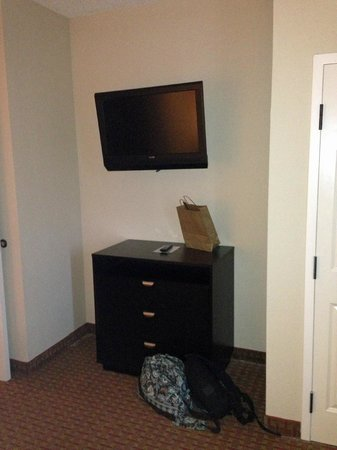 La Quinta Inn & Suites Kingsland/Kings Bay Naval B: tv in bedroom
