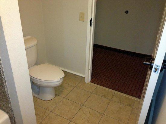 La Quinta Inn & Suites Kingsland/Kings Bay Naval B: toilet