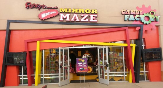 ‪Ripley's Mirror Maze and Candy Factory‬