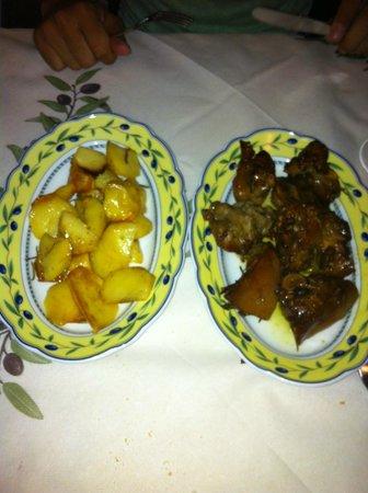 Ristorante Il Grembo : maialino al forno e patate al forno