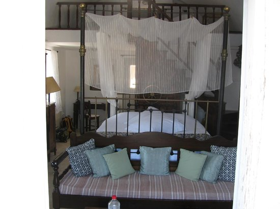 1864 The Sea Captain's House: Falling Stars Bed - So comfy!