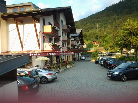 Antonius : front of hotel