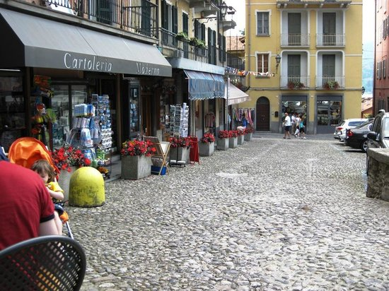 Torre del Borgo: View looking back to the busy streets, nice spot to chill!