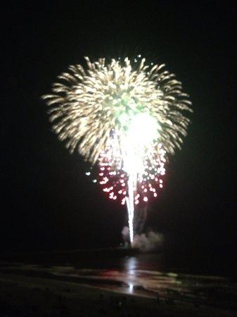 Bar Harbor Motor Inn: Wednesday night view of fireworks from balcony