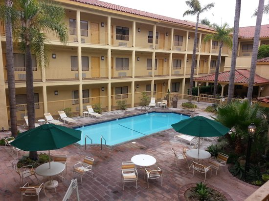 La Quinta Inn & Suites Orange County - Santa Ana : pool area