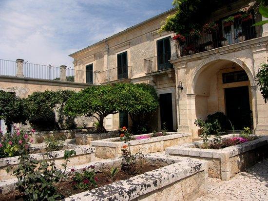 Villa Aguglie : giardino arabo