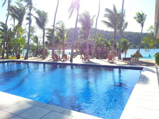 Paradise Cove Resort: View from the restaurant to the pool and beach
